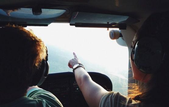 Latgales mežos nomaldījušos ogotājus meklē ar helikopteru