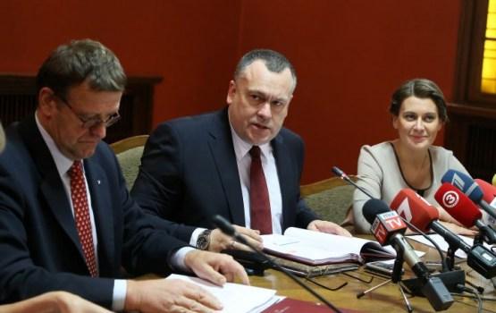 Pēc kārtējās pierādītās balsu pirkšanas Saeimas mandātus tomēr nepārdala