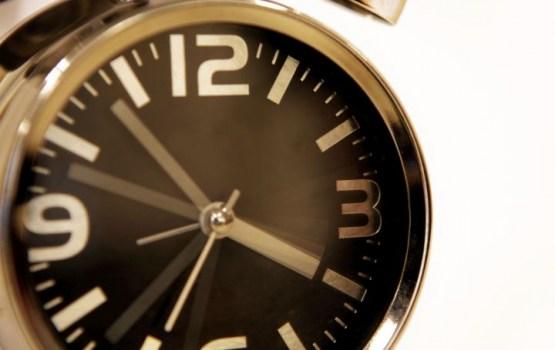 Šonakt pulksteņa rādītāji būs jāpagriež vienu stundu atpakaļ