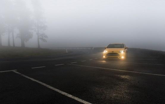 Latgales un Kurzemes virzienā atsevišķi autoceļu posmi apledojuši