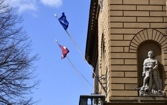 Pārskats: Latvijas iedzīvotāju izpratne un interese par politiskajiem procesiem ir viduvēja