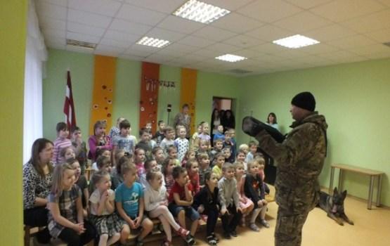 """Militāro profesiju diena Ludzas 4.pirmsskolas izglītības iestādē """"Pasaciņa"""""""