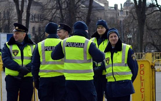 Policija: Gadā Latvijā aizturam ap 300 organizētās noziedzības grupas