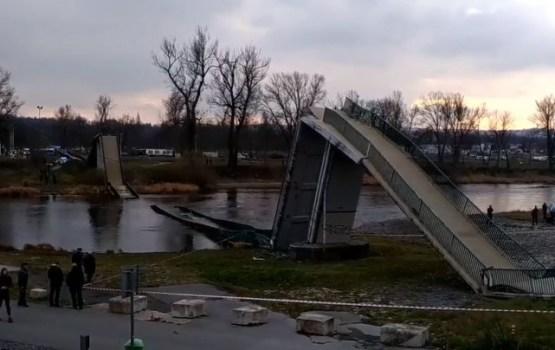 Prāgā sabrūkot gājēju tiltam, ievainoti četri cilvēki
