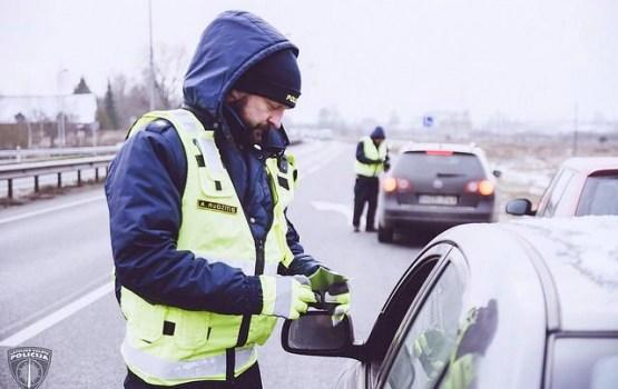 Ziemassvētku brīvdienās pie stūres reibumā pieķerti 56 autovadītāji