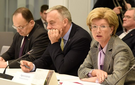 """""""Oligarhu lietas"""" parlamentārās izmeklēšanas komisijas sēdes norise raisa nelielu haosu"""