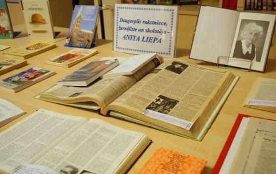 Rakstnieces Anitas Liepas jubilejai veltīta literatūras izstāde bibliotēkā