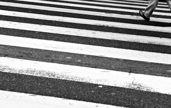 Šķērsojot ielu, trešdien traumas guvuši deviņi bērni