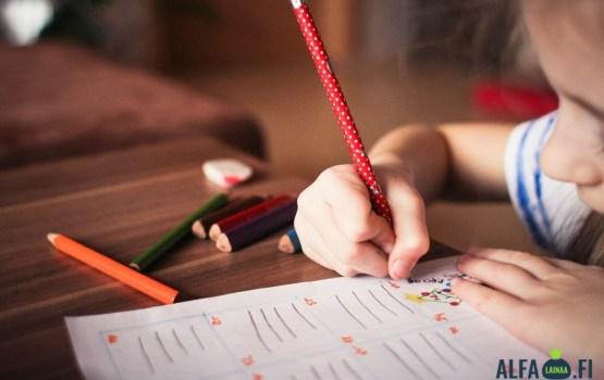 Vienkāršas aktivitātes, kā nodot bērniem zināšanas un prasmes par naudu