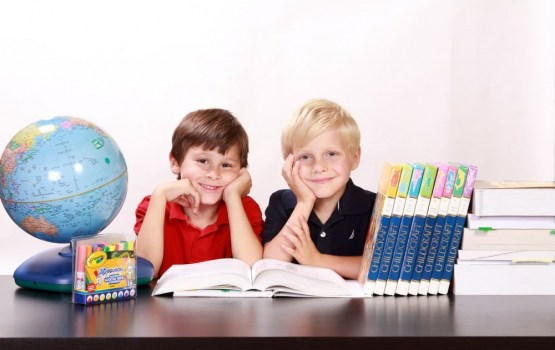 Savākti 10 000 parakstu par skolas gaitu uzsākšanas vecuma saglabāšanu