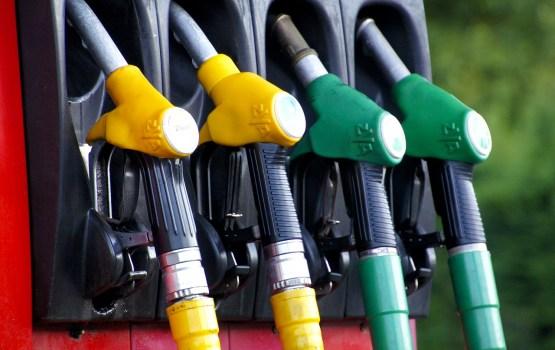 Viļņā un Tallinā turpinās degvielas cenu kritums
