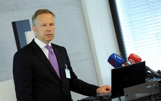 Latvijas Bankas prezidentu Rimšēviču naktī aizved KNAB vīri