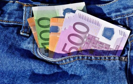 Vāc parakstus par minimālās algas celšanu līdz 1000 eiro