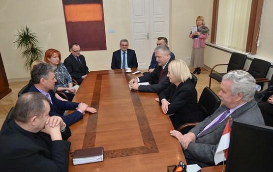 Turpinās dialogs par atbalstu Daugavpils Reģionālajai slimnīcai