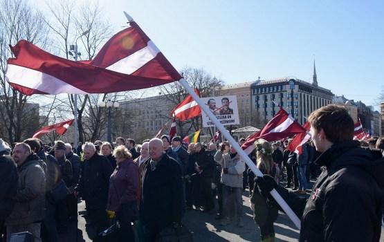 Leģionāru piemiņas gājiens Rīgā sākās bez saspīlējuma