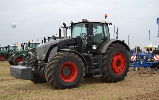 Raidījums: Zemniekam Ciblā konfiscē Lietuvā pirktu traktoru, kas iepriekš nozagts Zviedrijā