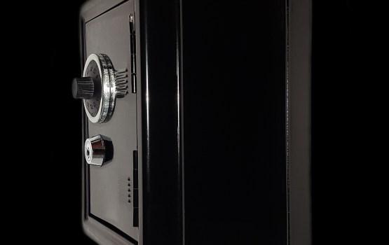 Mežā atrasts Rimšēvičam nozagtais 200 kilogramus smagais seifs