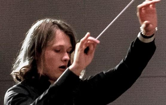 700 dalībnieki no 23 Latvijas jauniešu simfoniskajiem un kamerorķestriem kopā koncertā Svētki ar Orķestri