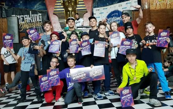 """""""FACTORY KINGZ"""" uzvarēja starptautiskajā breika deju turnīrā """"BREAKING MASTERS 2018"""""""