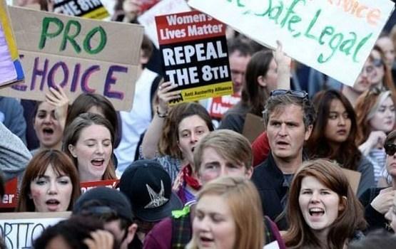 Īri nobalsoja par abortu legalizāciju