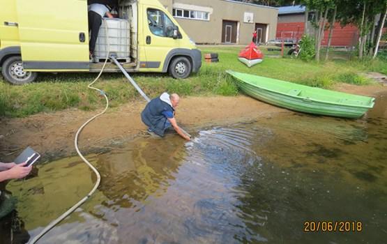 Turpinās zivju resursu pavairošana Daugavpils ezeros