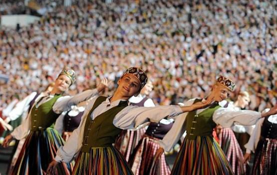 Dejotājs svētku laikā nogājis 127 kilometrus, dziedātājs – 75
