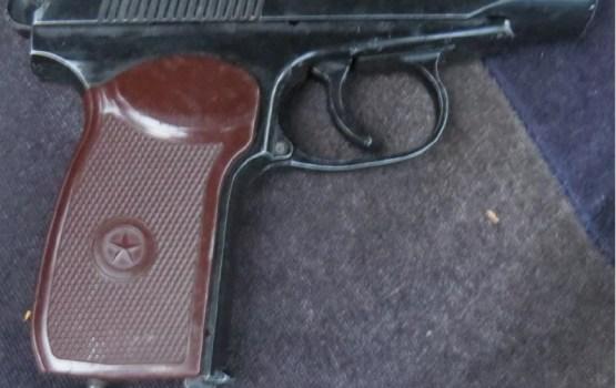 Daugavpilī konfiscē nelikumīgi glabātus šaujamieročus un narkotiskās vielas