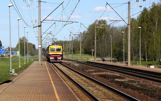Izsludina 425 miljonus eiro vērto dzelzceļa elektrifikācijas pirmo iepirkumu