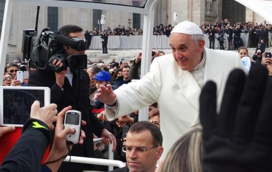 Pāvests Francisks ierodas vizītē Latvijā