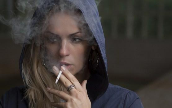 Aptauja: Latvijā smēķē puse jauniešu 18 - 24 gadu vecumā