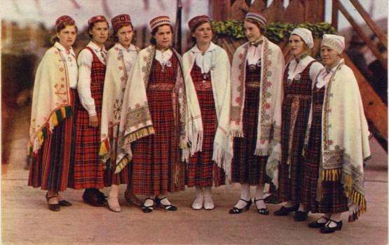 """Daugavpilī apskatāma izstāde """"Mans tautastērps"""""""