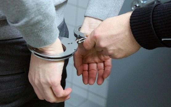 Aizdomās par Daugavpilī pastrādāto sievietes slepkavību turētais nepilngadīgais joprojām apcietināts
