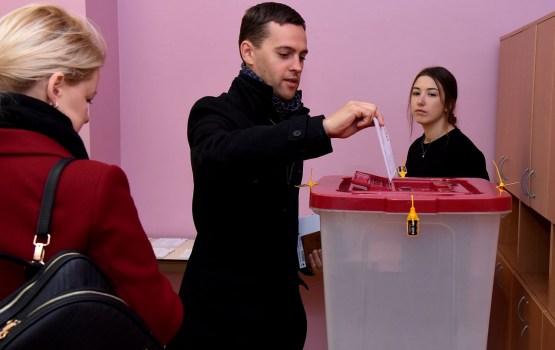 Noslēdzas 13.Saeimas vēlēšanas; visi vēlēšanu iecirkņi Latvijā slēgti