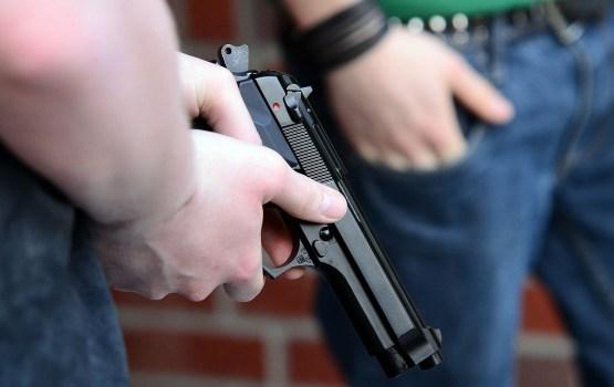 Daugavpilī, visticamāk, iedzēris vīrietis komisijas priekšsēdētājai piedraudējis ar gāzes pistoli