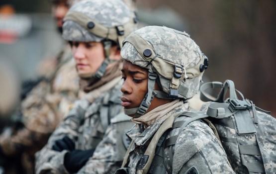 Militāro apmācību apguvušajiem studentiem varētu izmaksāt 2500 eiro lielu kompensāciju