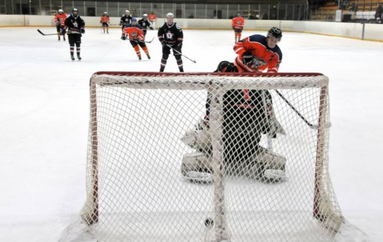 Ar pārliecinošām uzvarām Daugavpils hokeja čempionāta komandas turpina cīņu