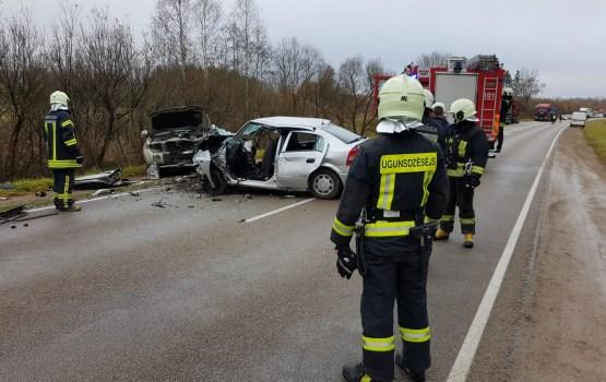 Piektdien satiksmes negadījumos cietuši 24 cilvēki, bet trīs gājuši bojā