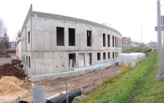 """""""Saules Skolas"""" būvlaukumā tiek pabeigti betonēšanas darbi"""