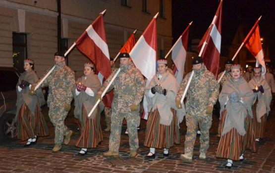 11. novembrī lāpu gājiens Daugavpilī pulcē lielu dalībnieku skaitu