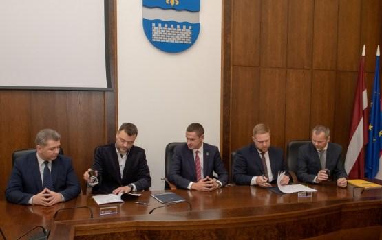 Parakstīts līgums par jaunu tramvaja vagonu piegādi