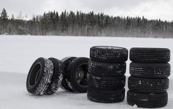 Latvijā no šodienas automašīnām obligāti jābūt aprīkotām ar ziemas riepām