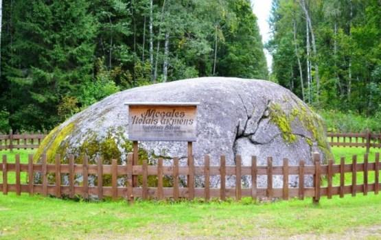 Atpūtas vietu pie Nīcgales Lielā akmens nopostīja ļaundari