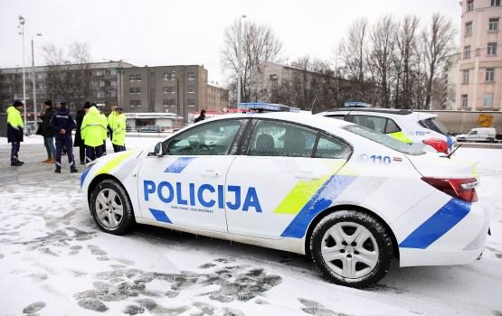 Aptauja: Aizvien vairāk cilvēku ziņo policijai par noziegumiem