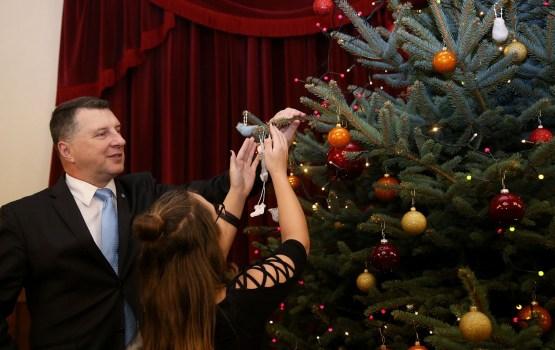 Valsts prezidents Ziemassvētkos aicina ticēt brīnumu klātesamībai