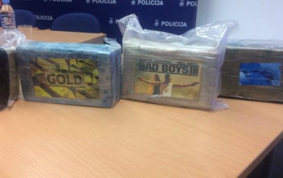 Policija informē par Latvijas vēsturē lielāko atrasto kokaīna kravu. Video tiešraide