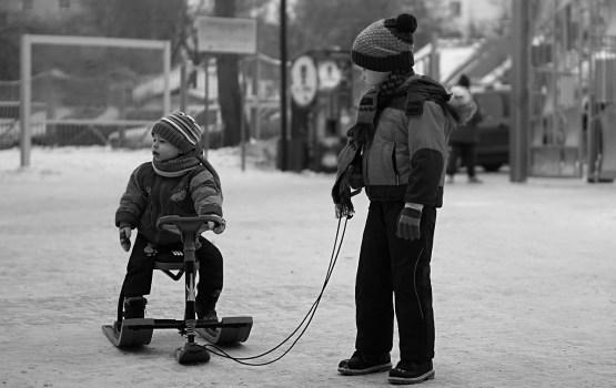 Apmēram pusē Latvijas bērnunamu trūkst apavu, apģērba, sporta inventāra un rotaļlietu
