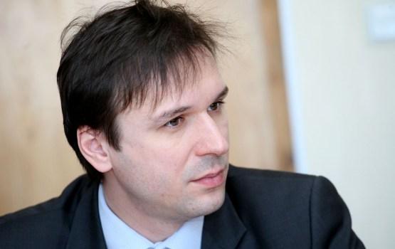 """KNAB par kukuļošanu aizturējis """"Rīgas satiksmes"""" amatpersonu Brandavu"""