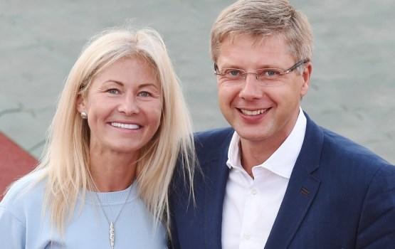 """Ušakova biroja vadītāja un tagadējā sieva astoņus gadus sniegusi konsultācijas """"Rīgas ūdenim"""""""