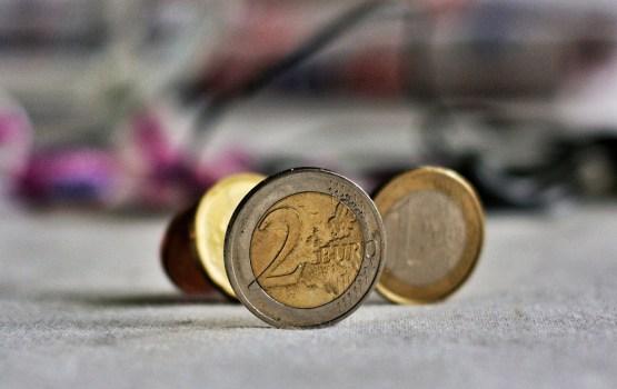 Parlamentārieši konceptuāli atbalsta priekšlikumu būtiski ierobežot darījumus ar skaidru naudu