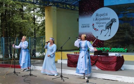 """""""Praļeski"""" dziedāja dzērveņu festivālā Mioros"""